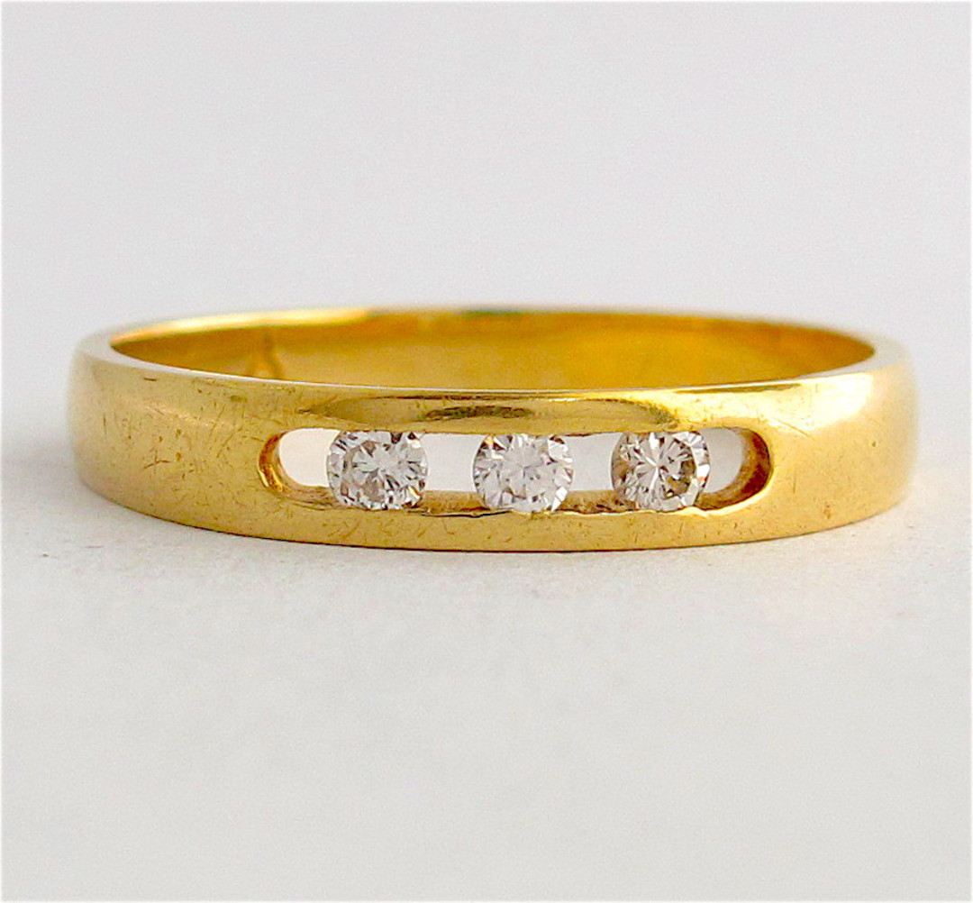 18ct yellow gold 3 stone diamond band image 0