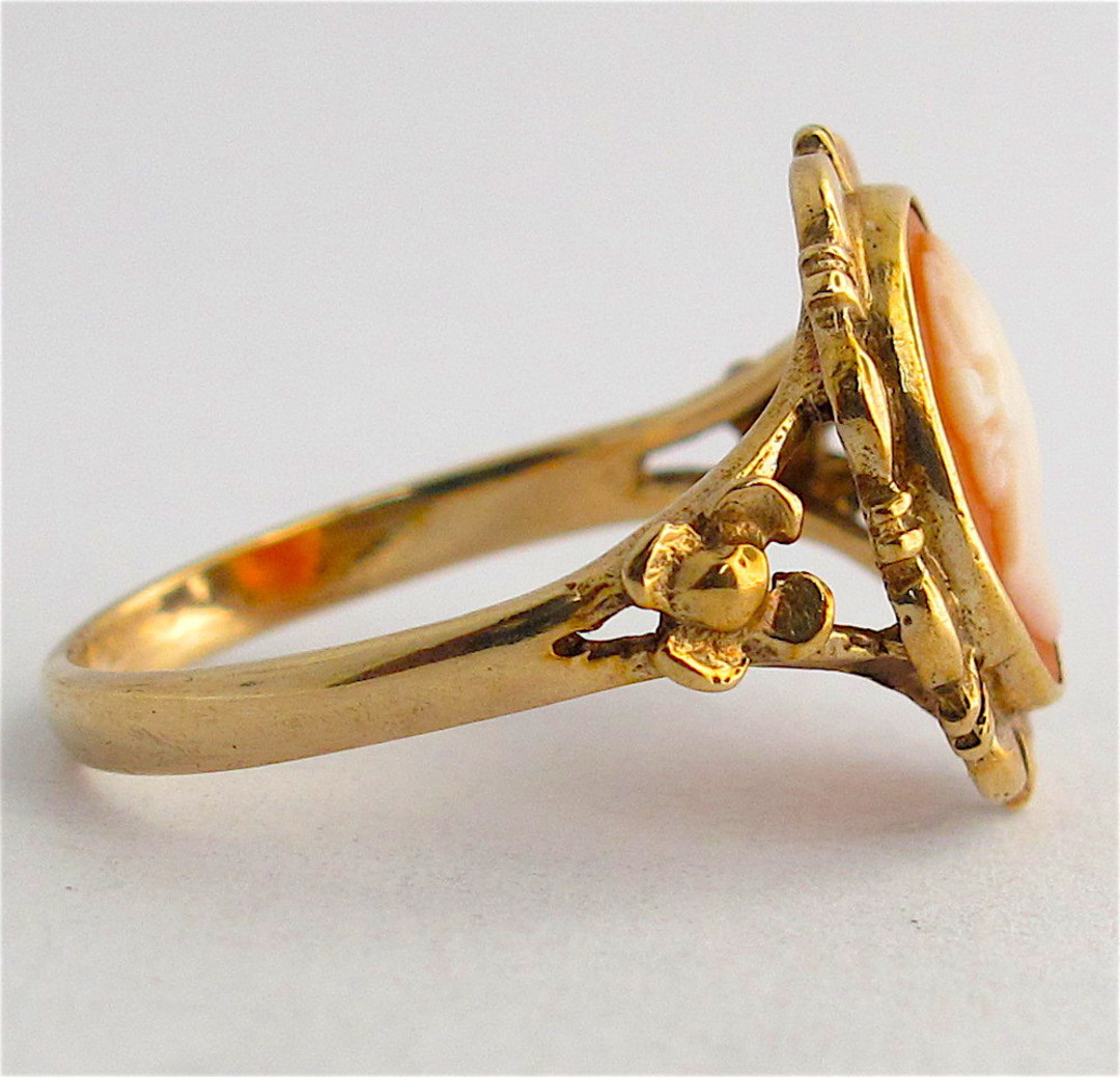 9ct yellow gold shell cameo ring image 1