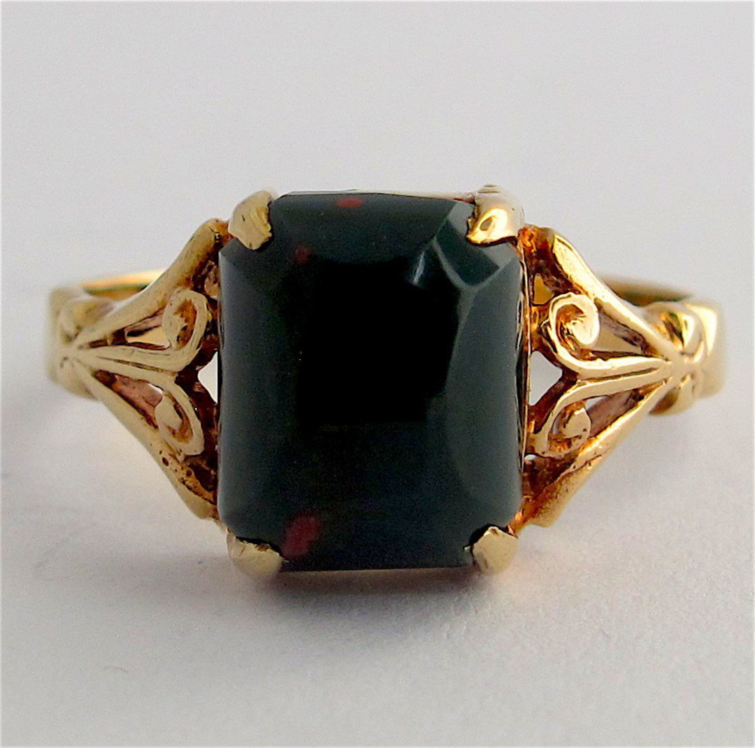 9ct yellow gold vintage bloodstone ring image 0