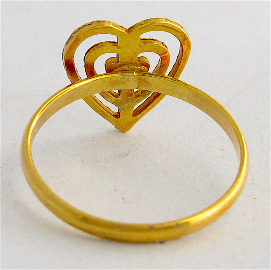 18ct gold heart ring image 1
