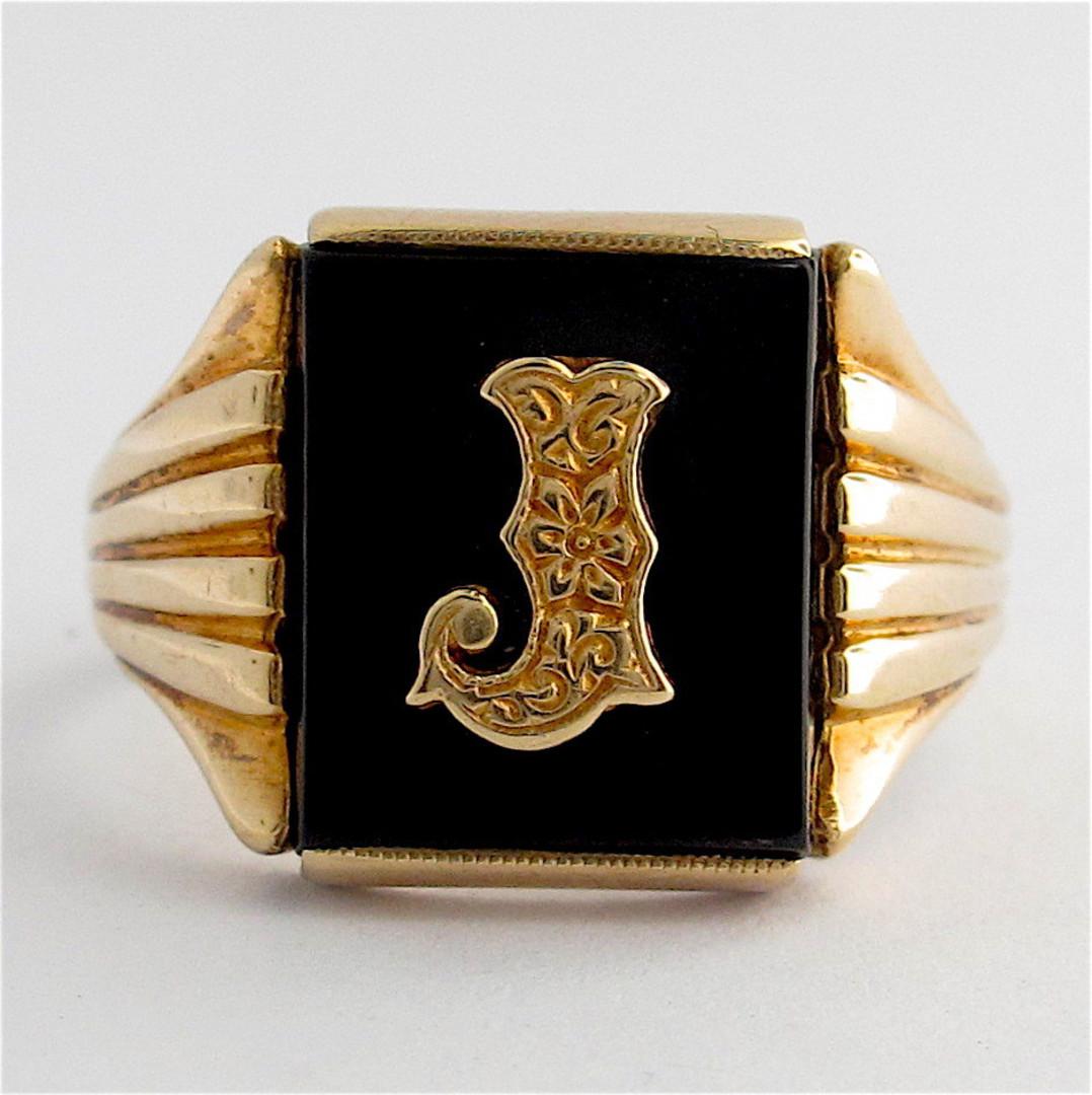 9ct yellow gold men's vintage 'J motif' onyx ring image 0