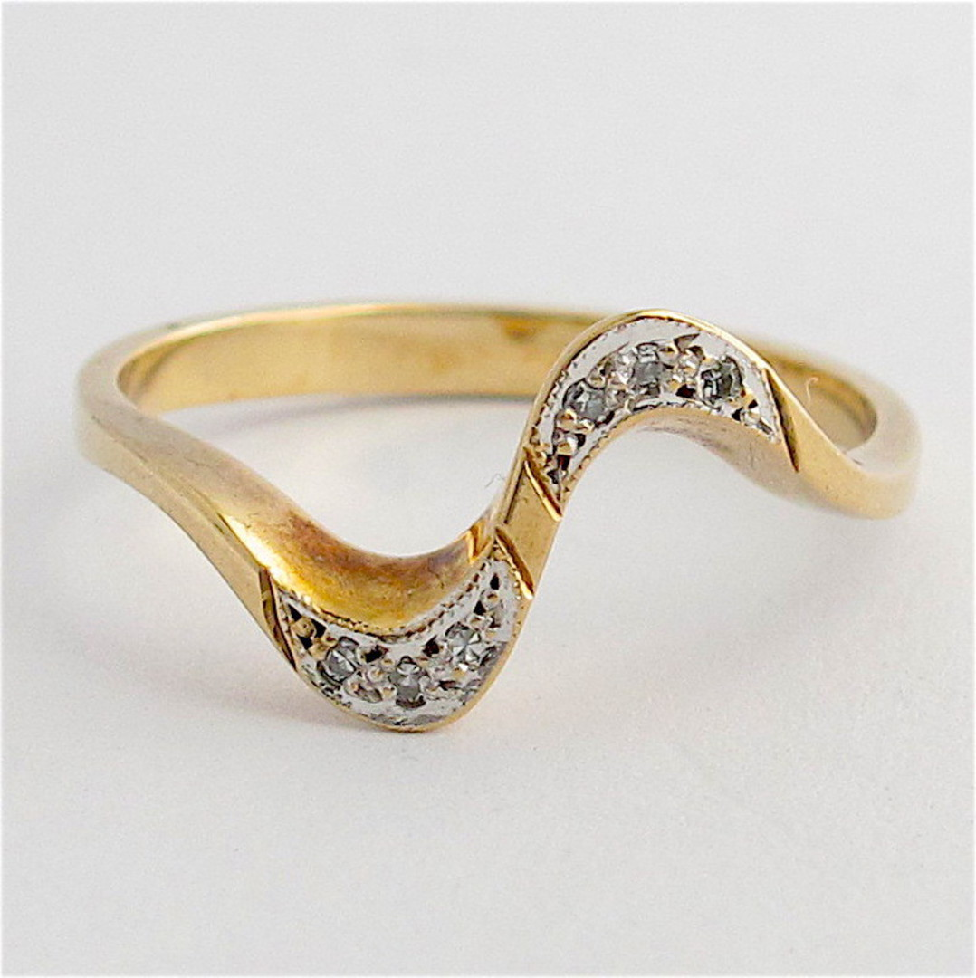 9ct yellow gold diamond ring image 0