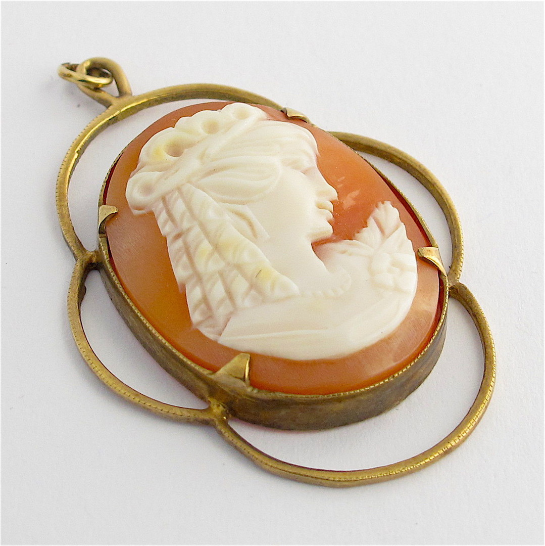 9ct yellow gold cameo pendant image 0