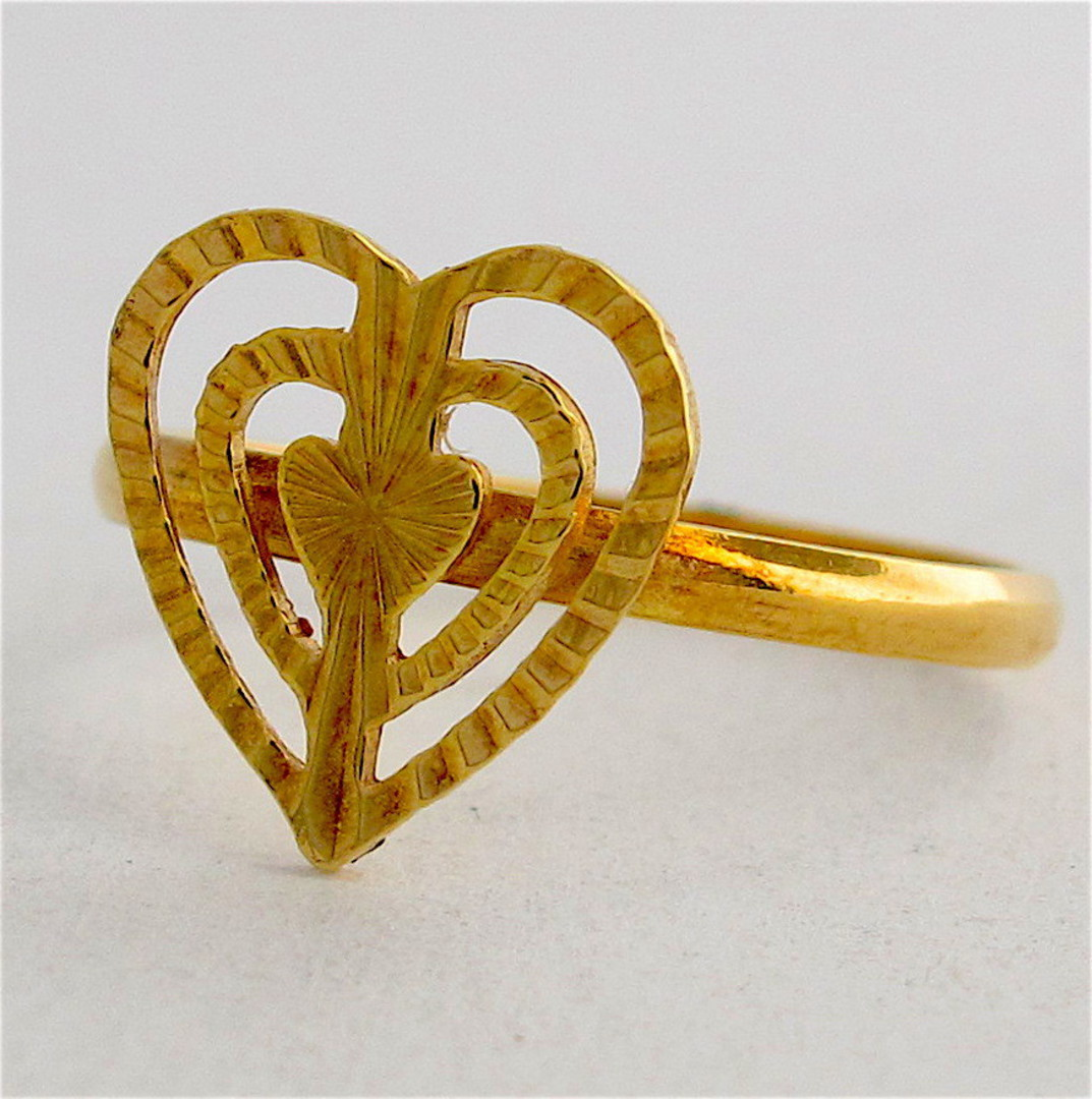 18ct gold heart ring image 0