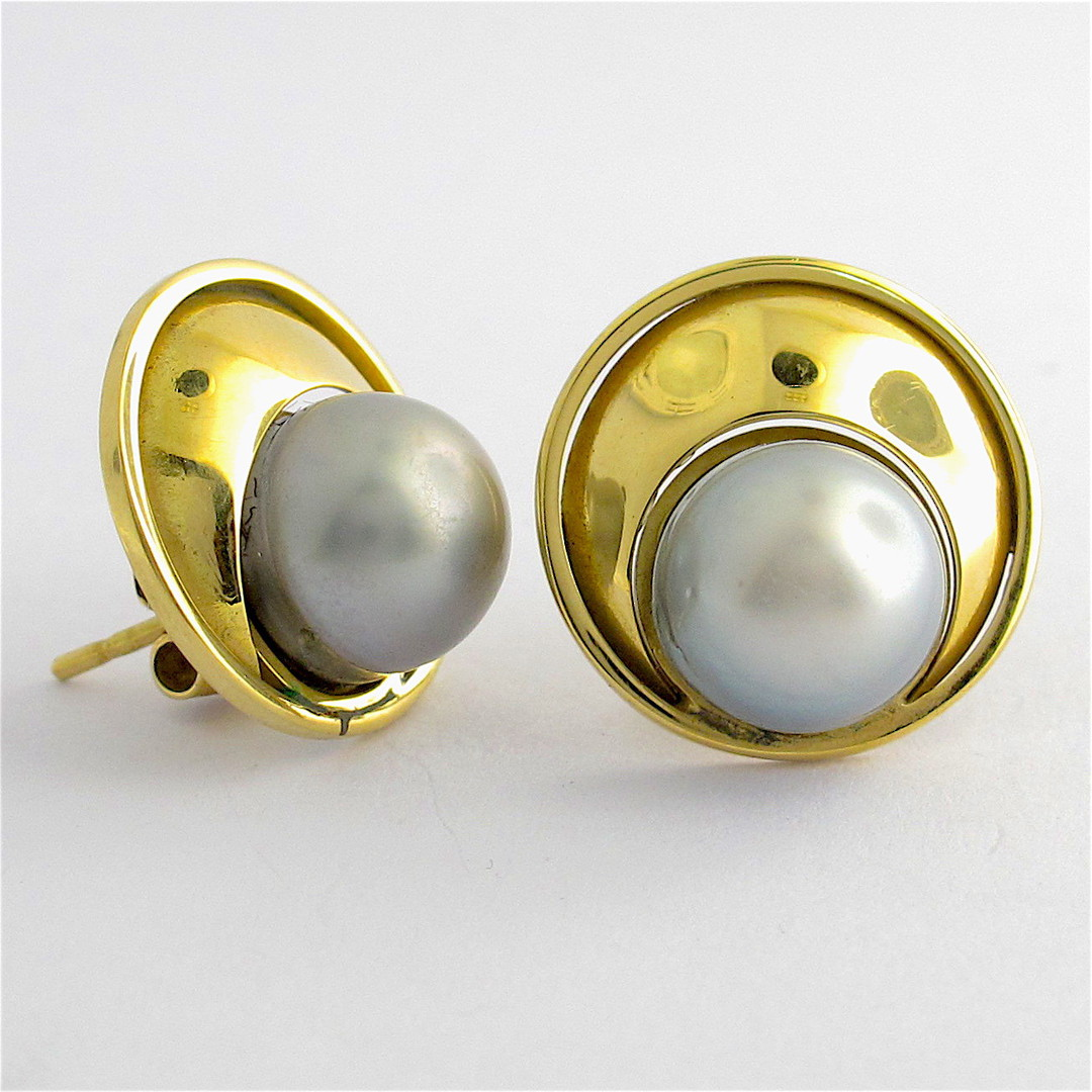 18ct yellow gold black pearl earrings image 0