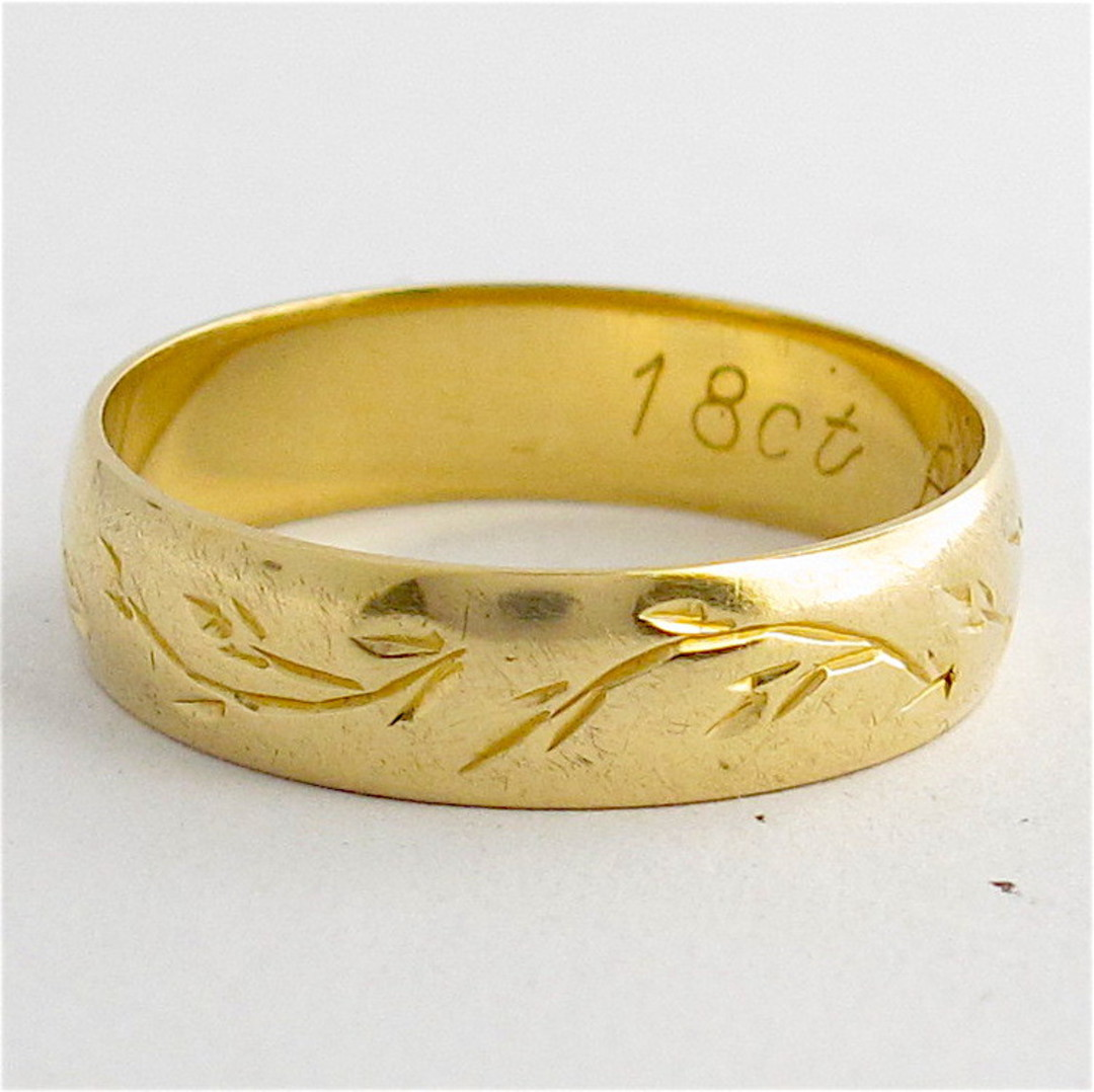 18ct yellow gold vintage patterned band image 0