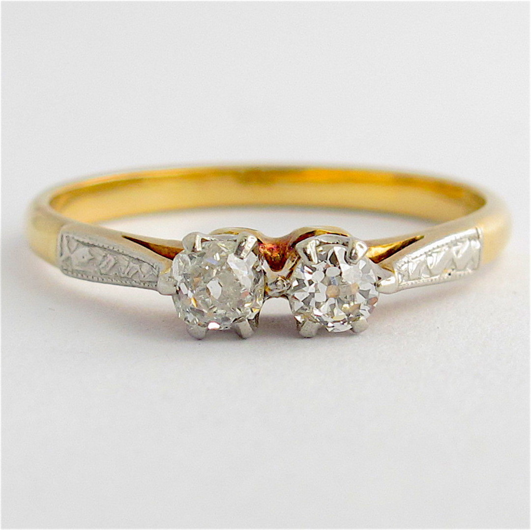 Vintage 18ct yellow gold/platinum x2 stone diamond ring image 0