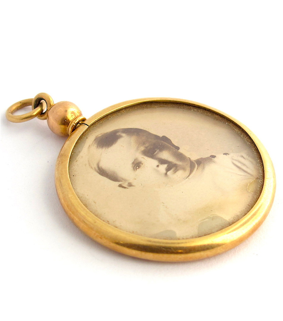 18ct yellow gold antique picture frame pendant image 0