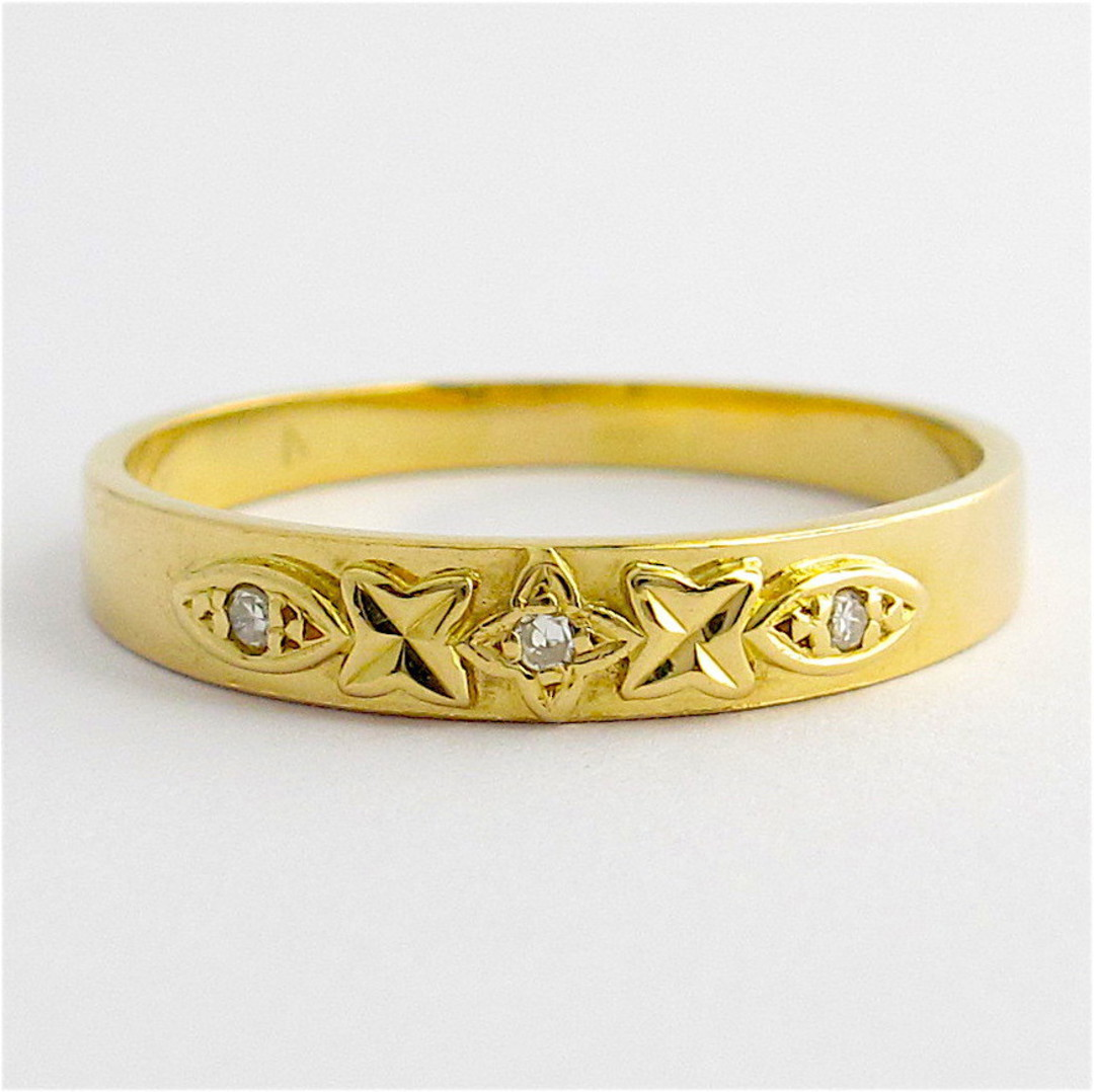 18ct yellow gold 3 stone diamond band image 0