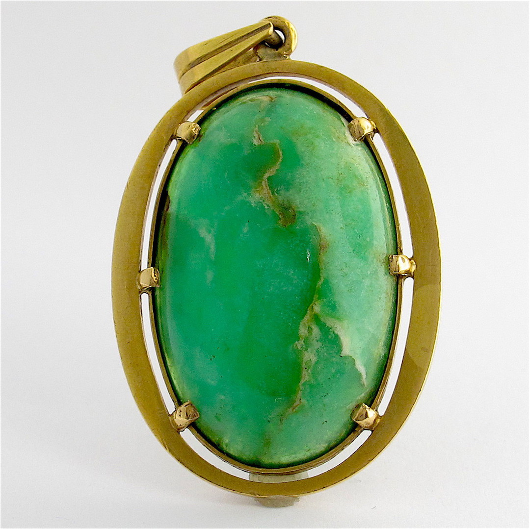 18ct yellow gold chrysoprase set pendant image 0