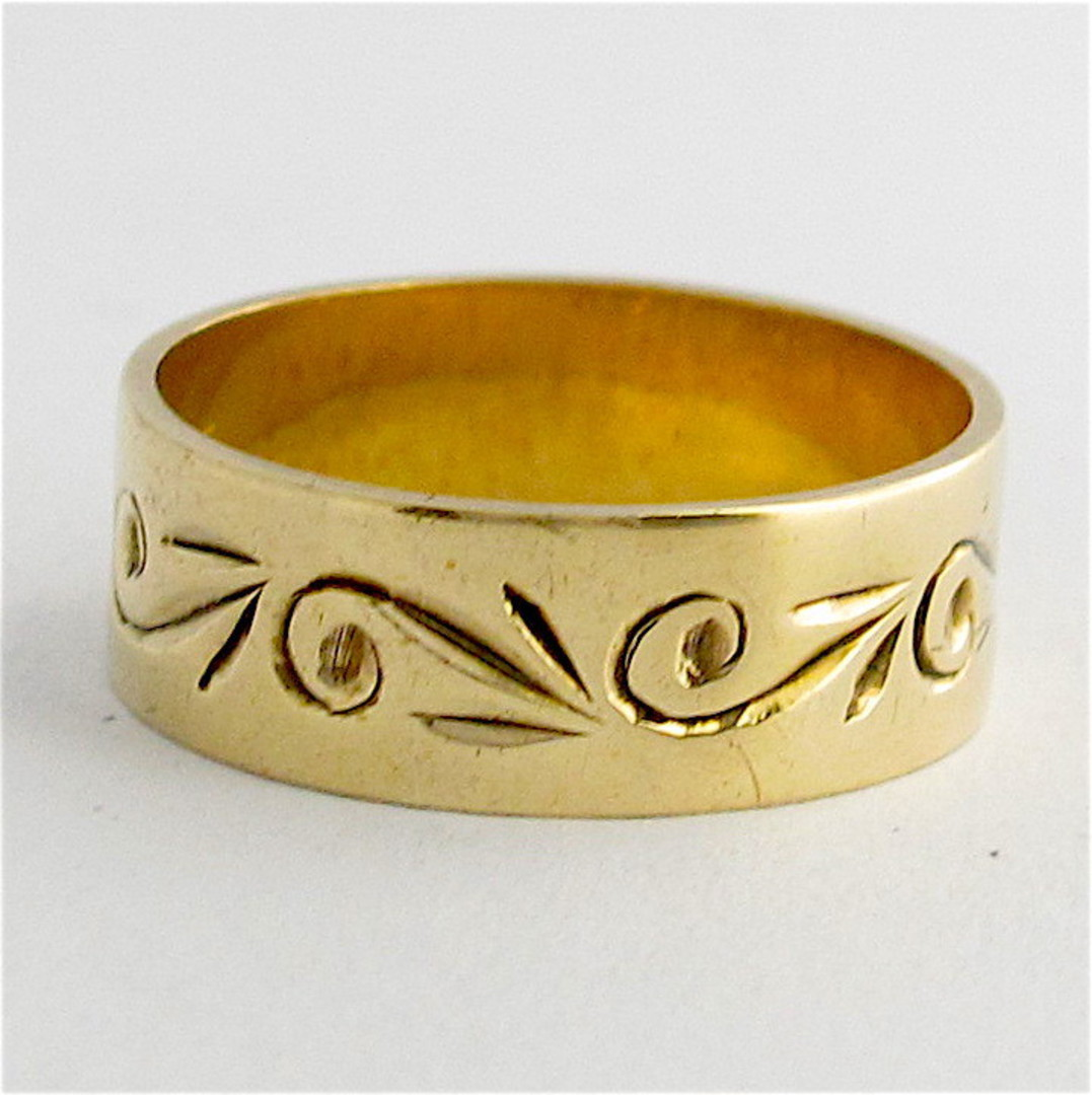 9ct yellow gold patterned band image 0
