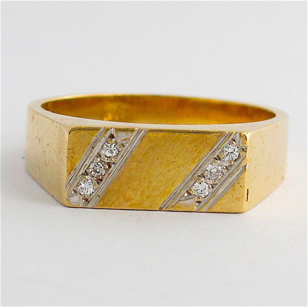 Men's 9ct yellow gold diamond dress ring image 0
