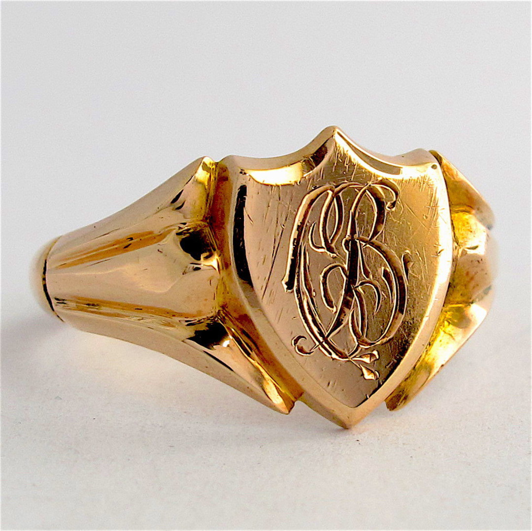 9ct yellow gold vintage shield shaped signet ring image 0