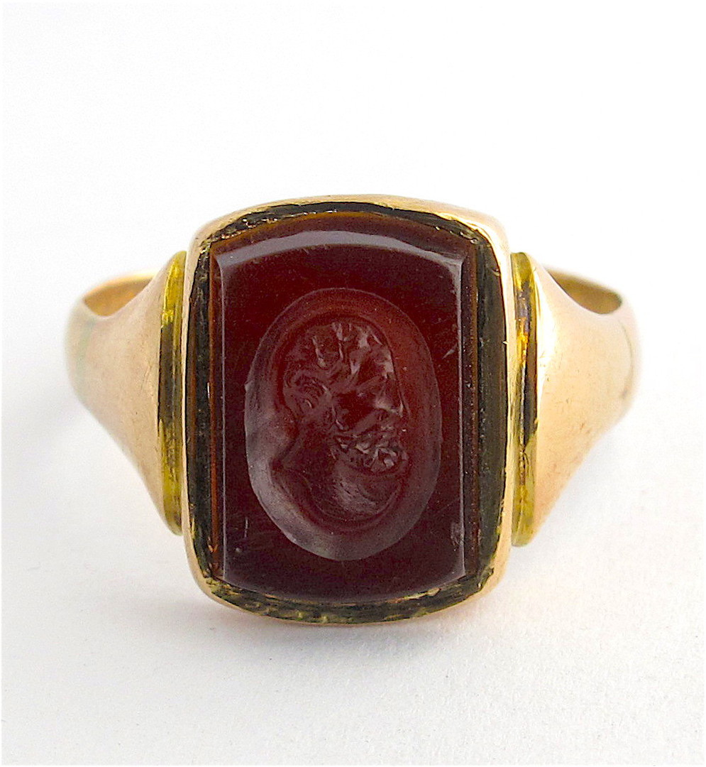 Men's 9ct yellow/rose gold antique carnelian signet ring image 0