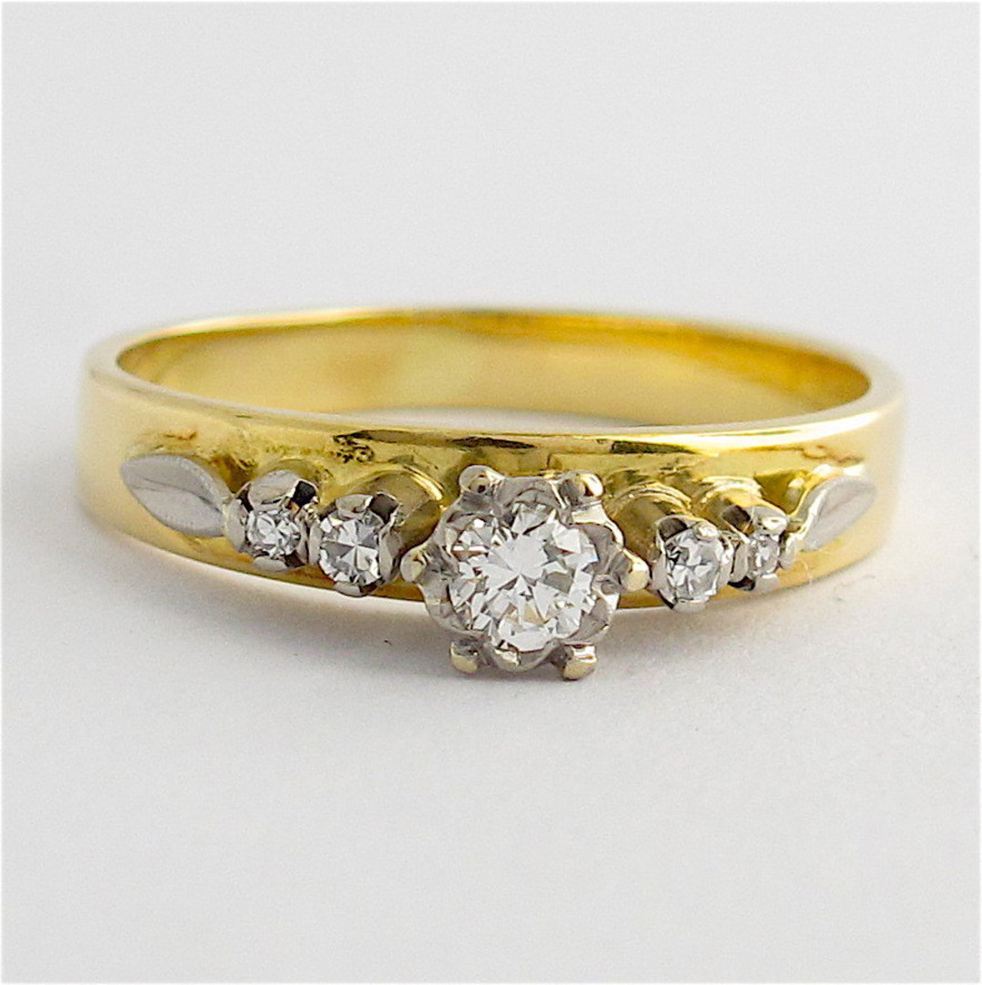 18ct yellow & white gold vintage diamond solitaire ring with shoulder diamonds image 0