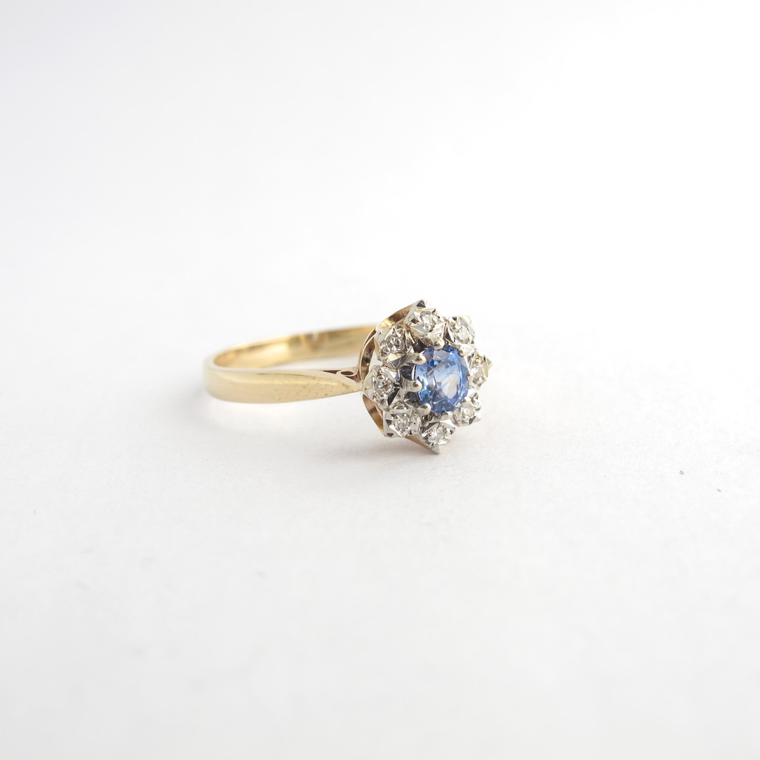 9ct yellow gold ceylon sapphire and diamond cluster ring image 1