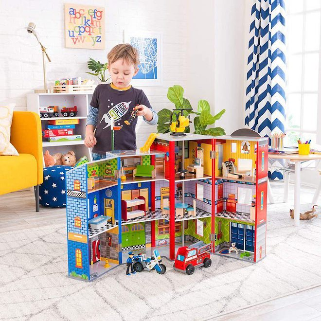 Kidkraft Everyday Heroes Play set - FREE DELIVERY image 1