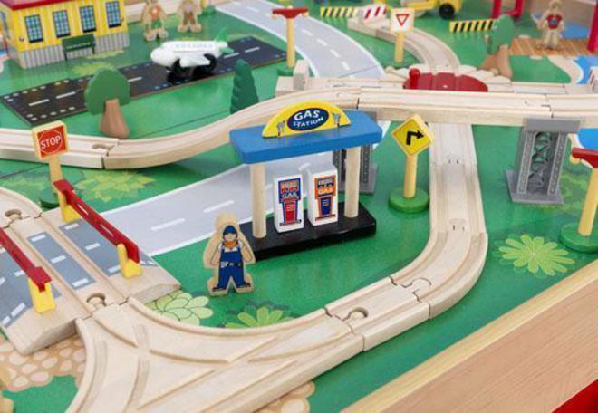 Kidkraft Waterfall Mountain Train set & Table image 3
