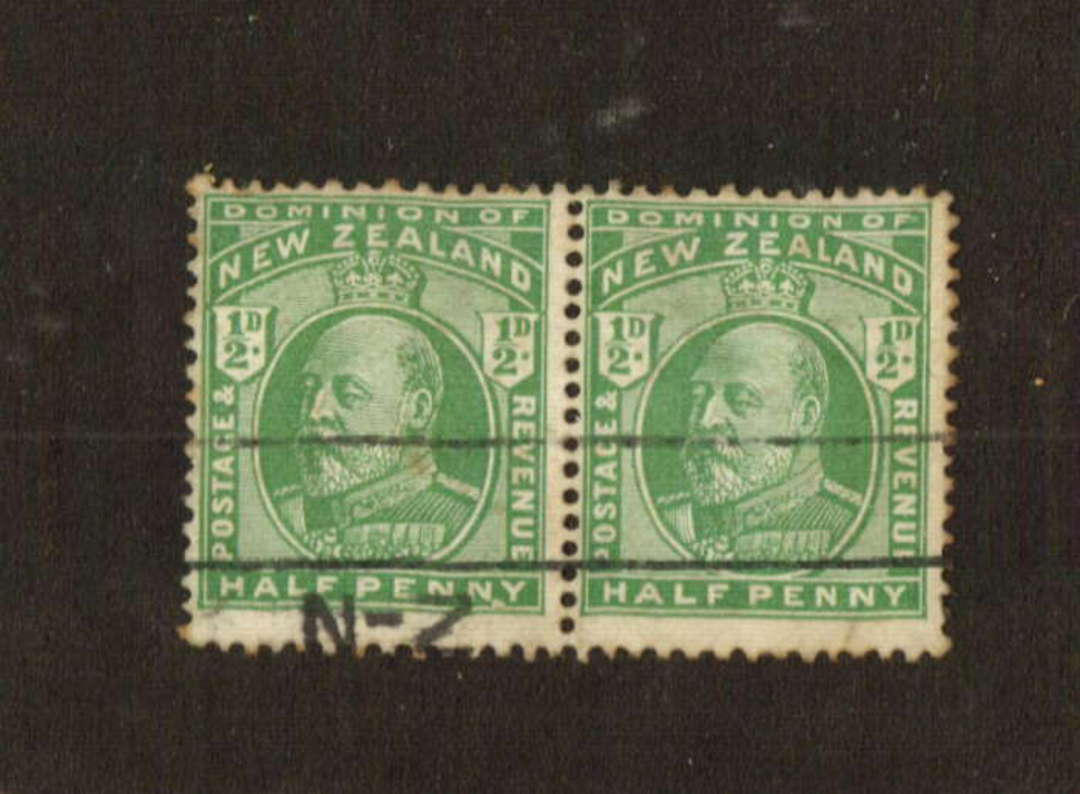 NEW ZEALAND 1909 Edward 7th Definitive ½d Green. Pair with the R3/18 flaw under the NY. Very clear. - 74666 - FU image 0