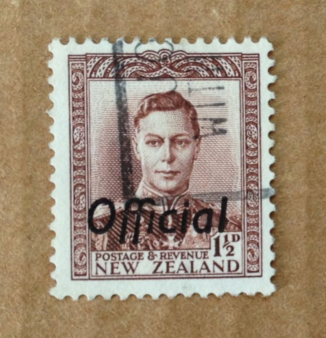 NEW ZEALAND 1938 Geo 6th Official 1½d Brown. Perf 14x13½. Fine Vertical Mesh. Commercially used. - 89763 - Used image 0