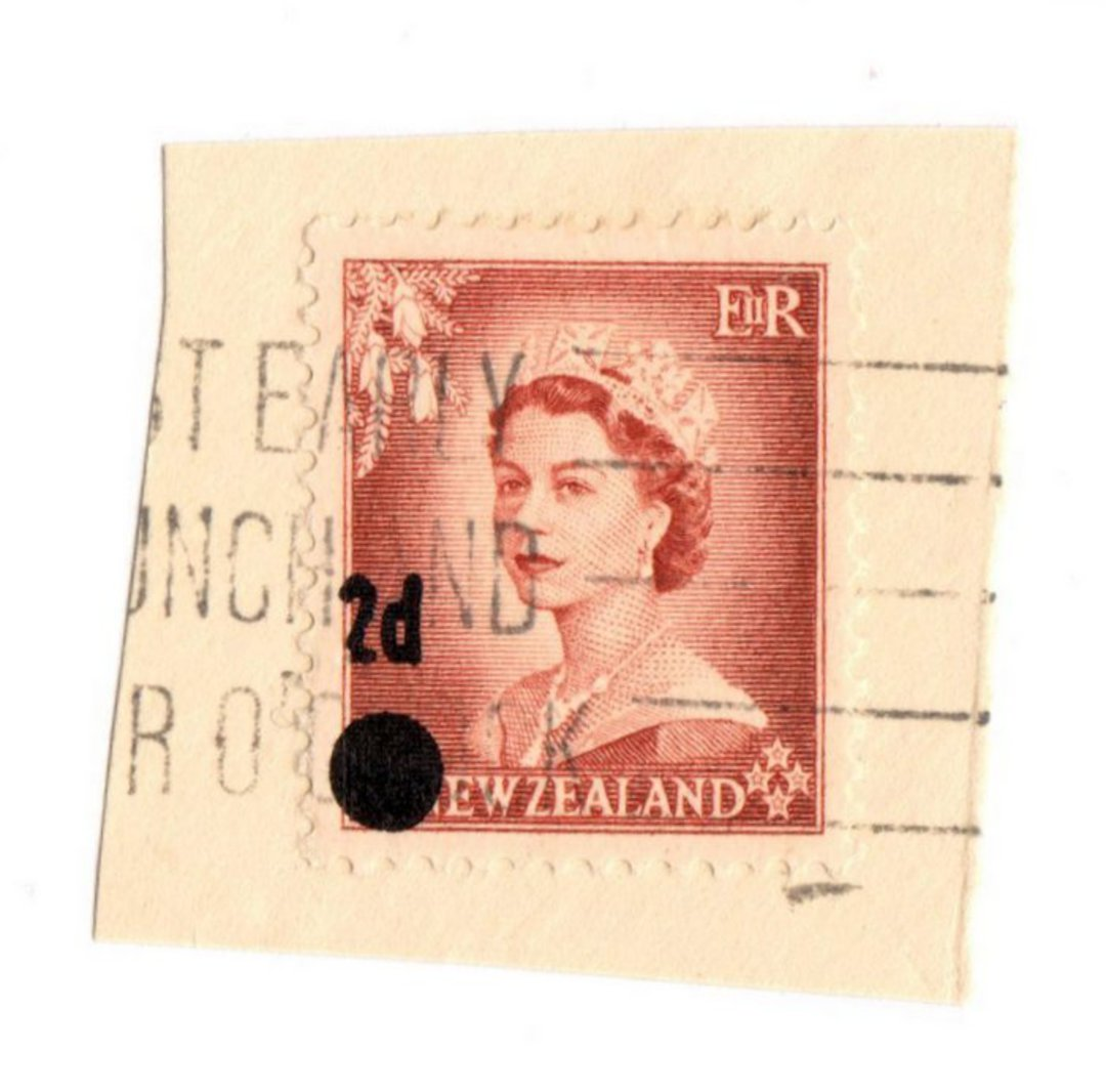 """NEW ZEALAND 1958 Elizabeth 2nd Provisional 2d on 1½d Stars Error. Found in her father's """"kiloware"""" accumulation by a retired cha image 0"""