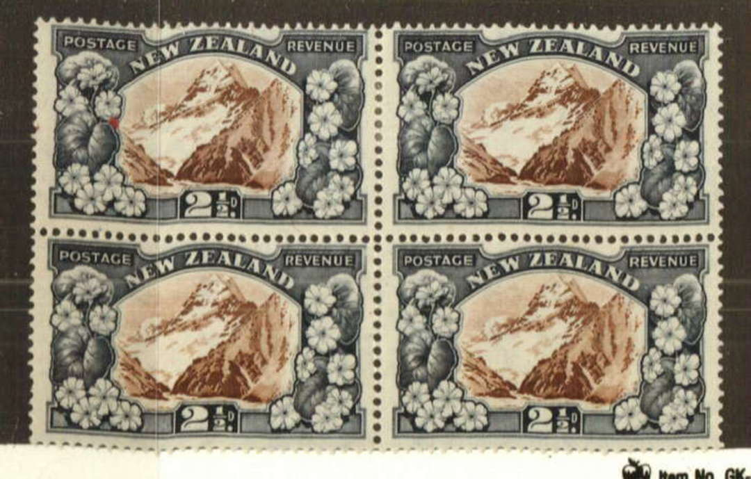 NEW ZEALAND 1935 Pictorial 2½d Mt Cook. Perf 14 comb. Block of 4. Two are never hinged. - 74755 - UHM image 0