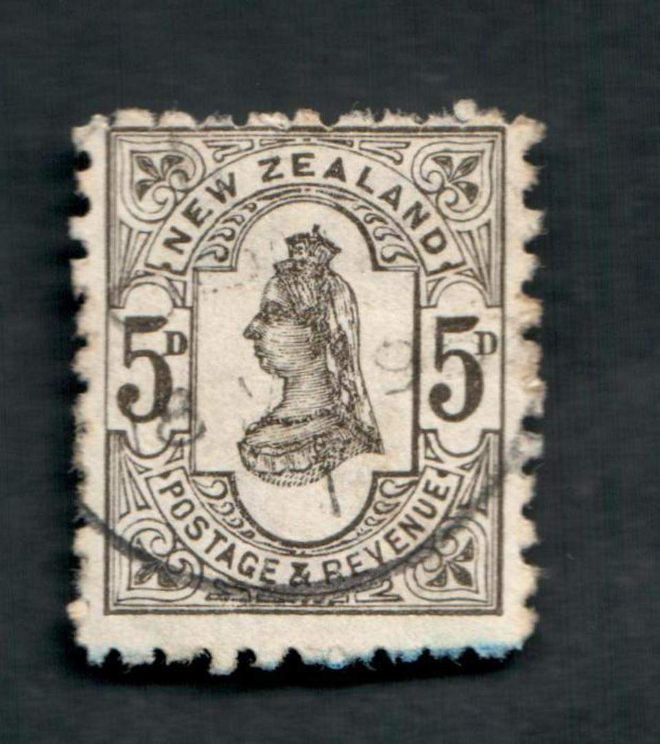 NEW ZEALAND 1882 Victoria 1st Second Sideface 5d Olive-Black. Perf 10. 3rd Setting Mauve. Patent Odourless Waterproofs. - 3996 - image 0