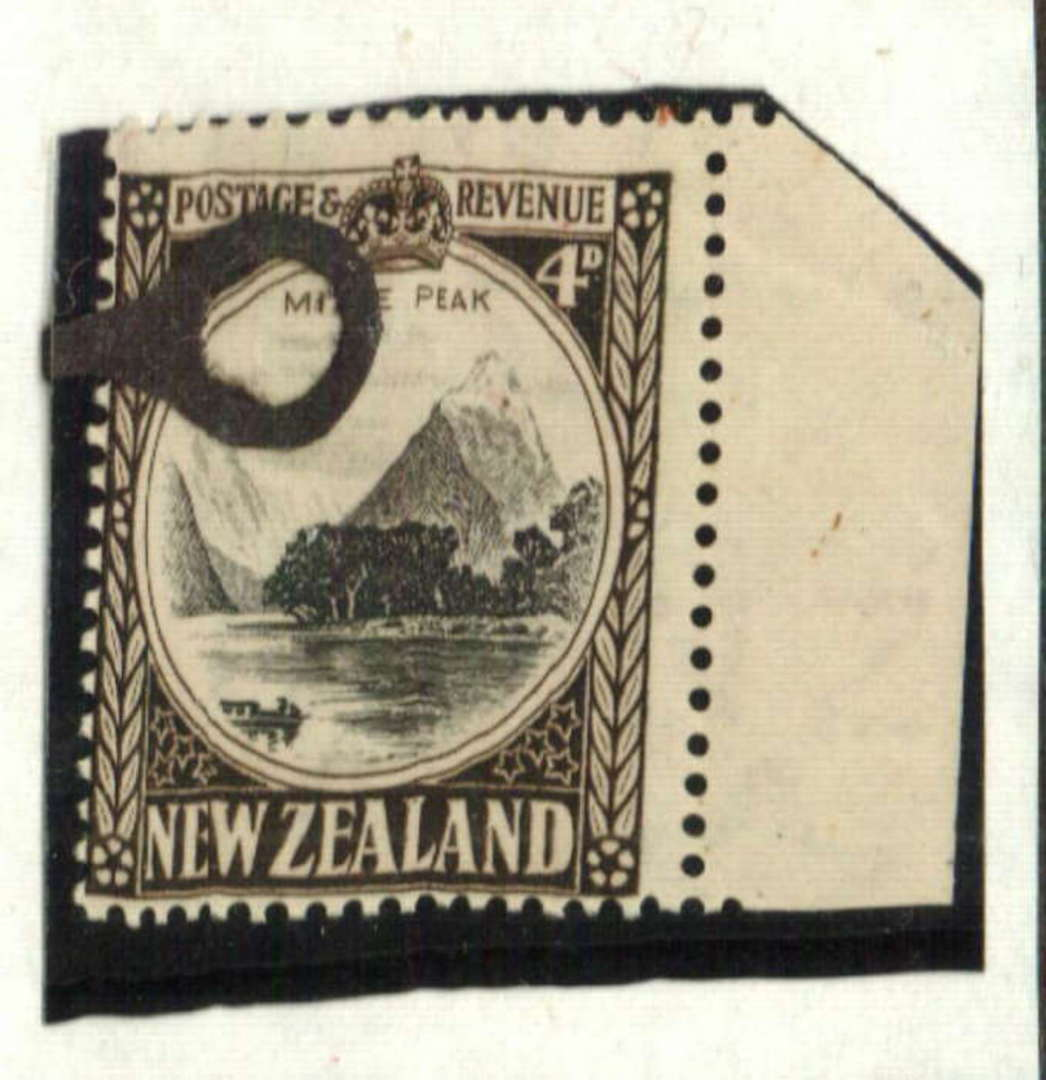 NEW ZEALAND 1935 Pictorial 4d Mitre Peak. Fine HM paper. Watermark 8. Perf 14 x 13½. Row 7/8 flaw. Doubled I of MITRE. - 71280 - image 0