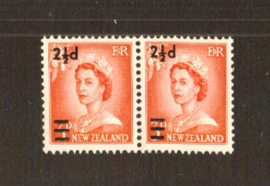 NEW ZEALAND 1961 Elizabeth 2nd Surcharge 2½d on 3d Vermilion. Wide and Narrows settings in joined pair. - 71377 - UHM image 0