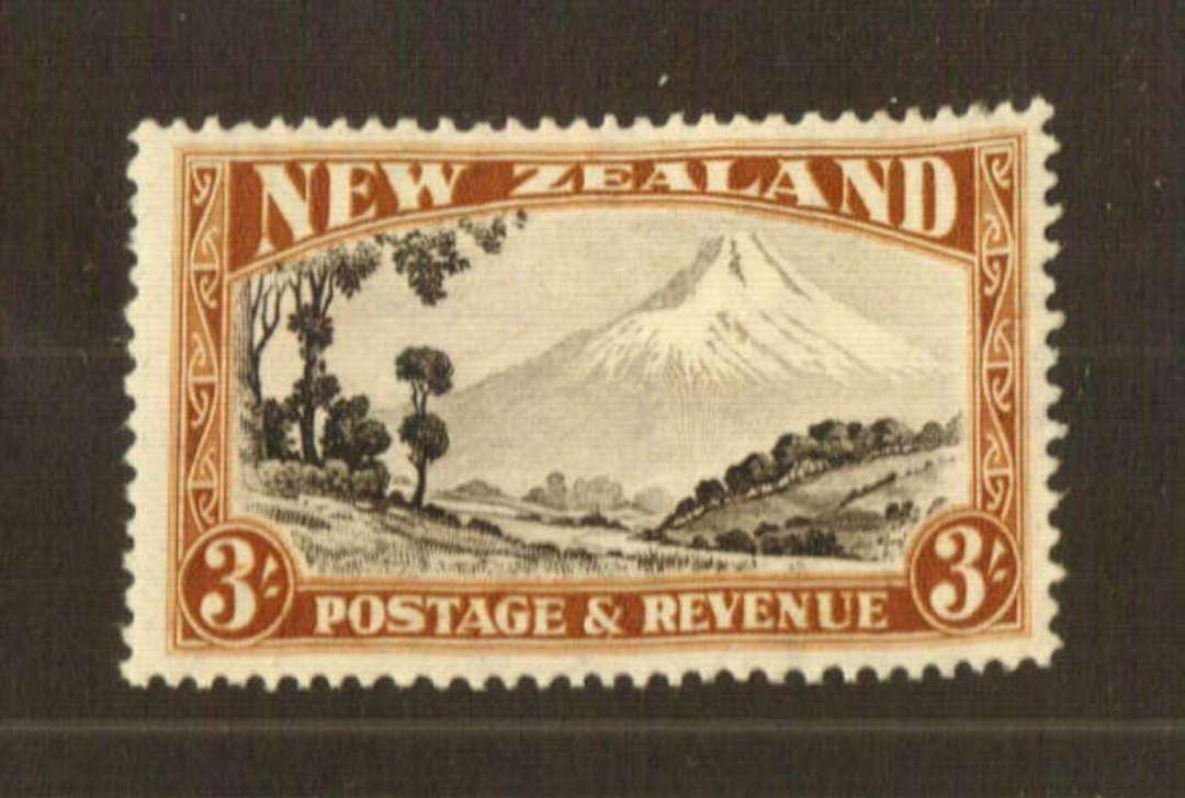 NEW ZEALAND 1935 Pictorial 3/- Mt Egmont. Perf 13-14 x 13.5. - 74772 - LHM image 0