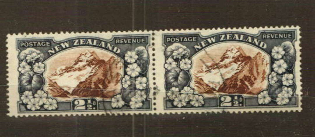 NEW ZEALAND 1935 Pictorial 2½d Mt Cook. Perf 14 comb. Superb pair with light cds. - 74780 - VFU image 0