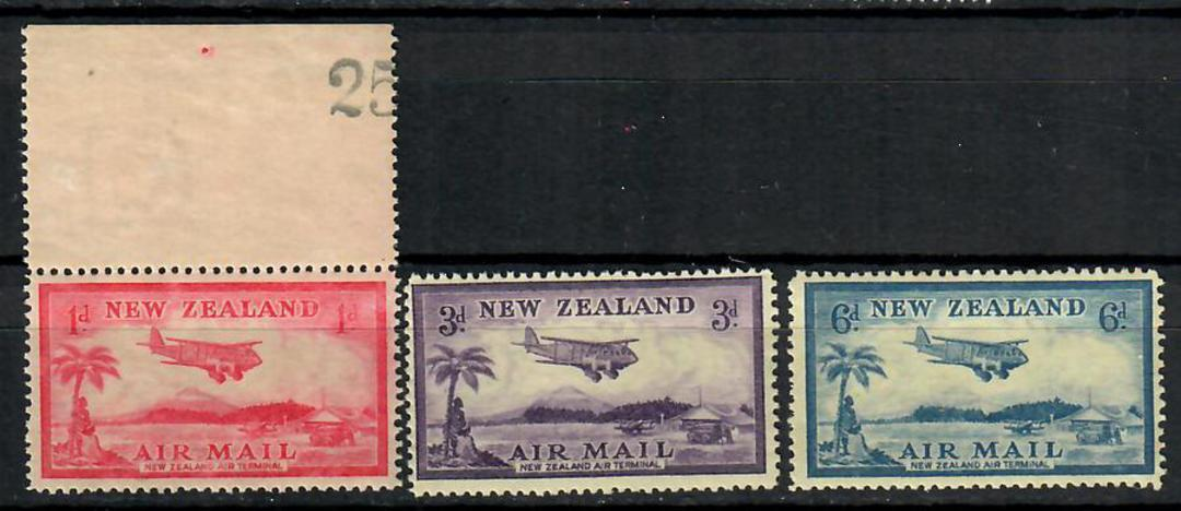 NEW ZEALAND 1935 Airmail set. Some light gum disturbance spoils an otherwise UHM set. Cat $NZ 45.00  in UHM. - 70558 - LHM image 0