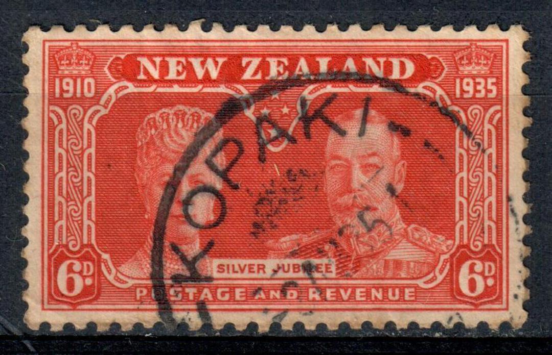 NEW ZEALAND Postmark Hamilton KOPAKI on 1935 Silver Jubilee 6d Orange. Rating #4. - 74898 - Postmark image 0