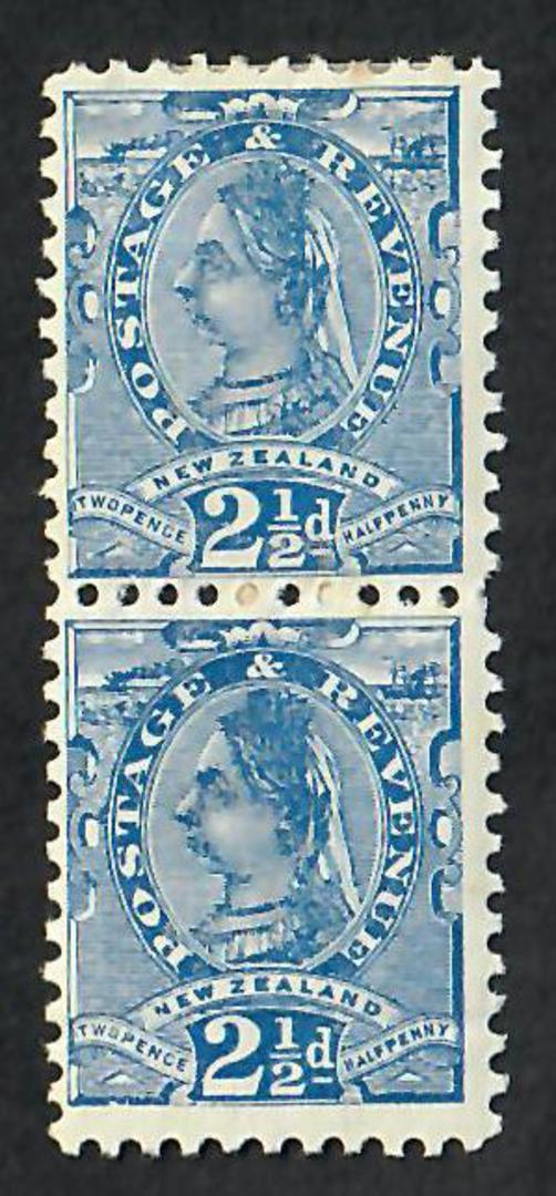 NEW ZEALAND 1890 Victoria 1st Second Sideface 2½d Dull Blue. Perf 11. Vertical pair. One hinged, one unhinged. I would seel the image 0