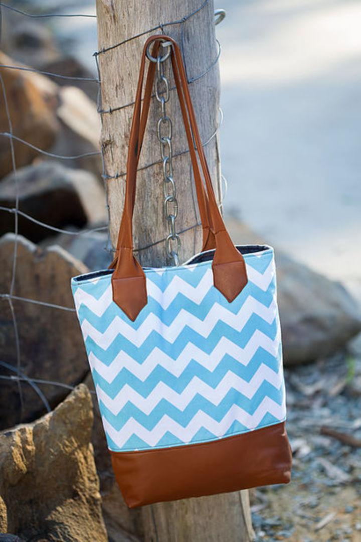 Urban Outlook Tote image 0