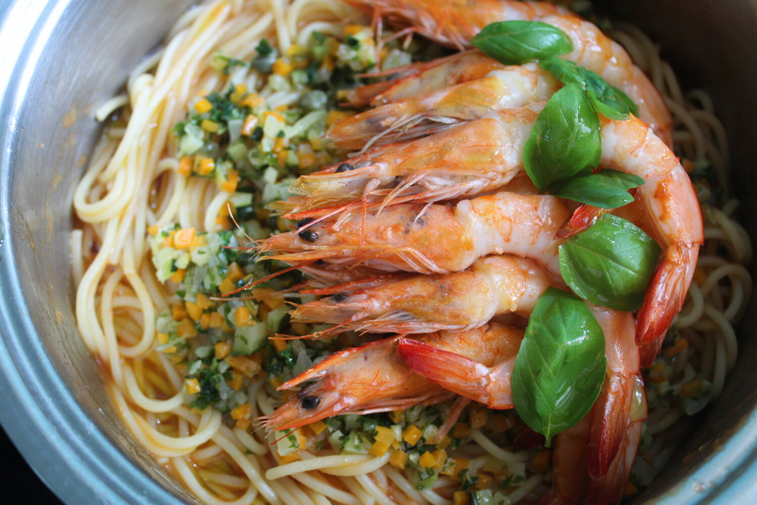 Family Pack Garlic, Chilli and Courgette Spaghetti Prawns image 0