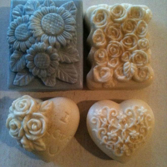 Melt and pour soapmaking kit 2 image 1