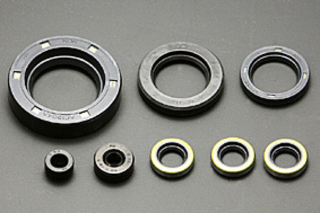 81-2130 Crank-case Oil Seal Set Z/KZ image 0