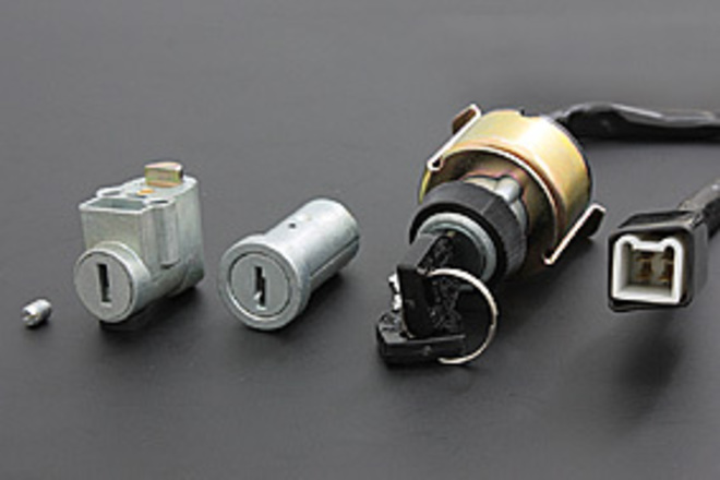 81-4020 Ignition Switch and Lock Set image 0