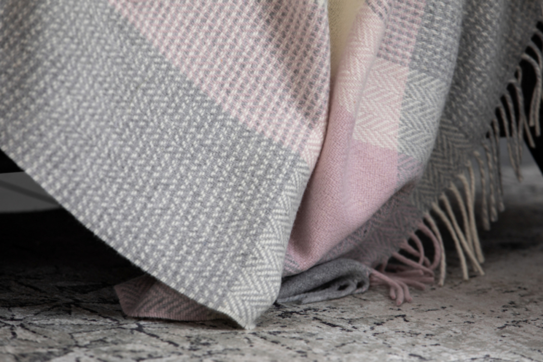 Importico - Foxford - Cashmere Wool  - Rose - Throw image 0