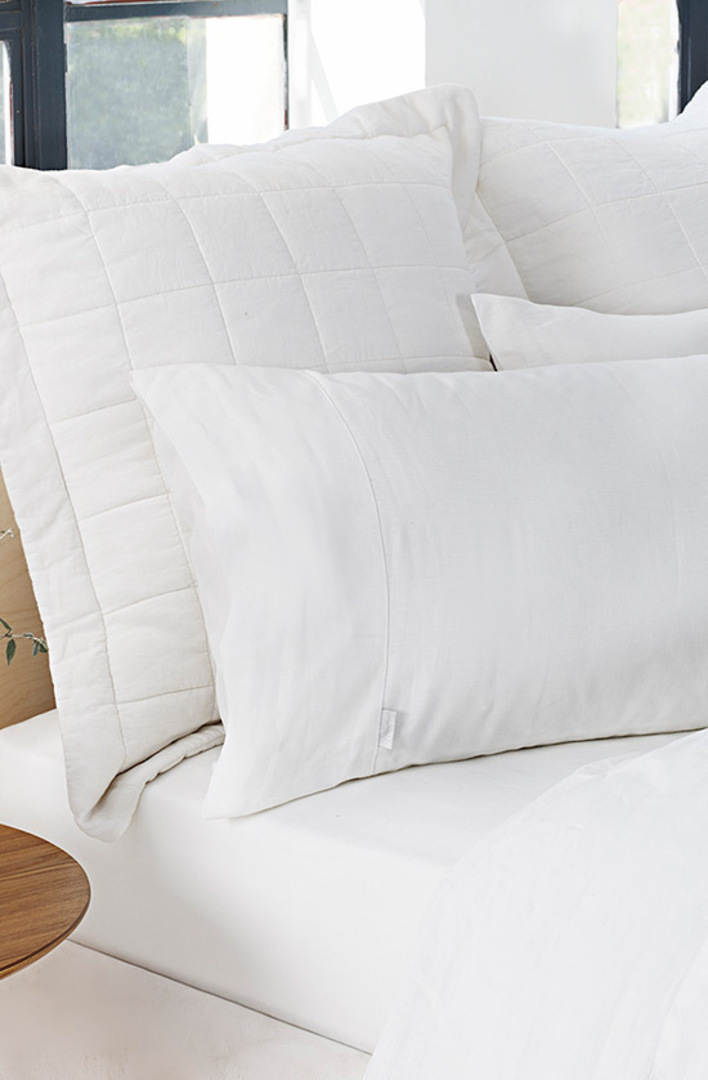 Sheridan - Abbotson White Tailored Linen Duvet Cover / Pillowcases image 2