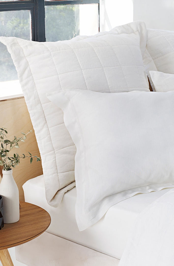 Sheridan - Abbotson White Tailored Linen Duvet Cover / Pillowcases image 4