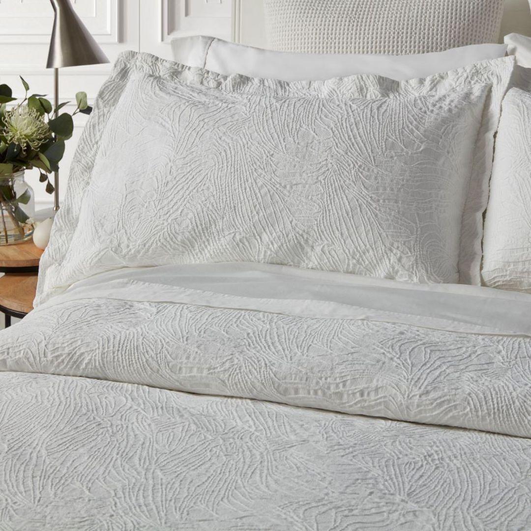Baksana - Dunes Bedspread Set - White. image 1