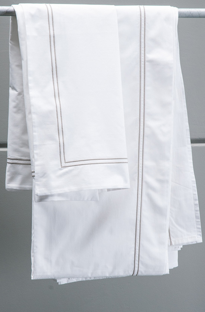 Bianca Lorenne - Livorno White-Taupe Sheets/Pillowcases image 0