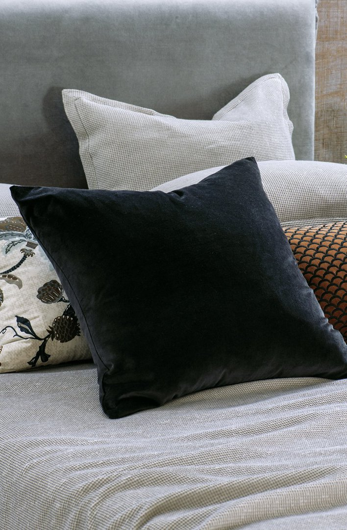 Bianca Lorenne - Petalo Comforter/ Eurocase /Cushion - Black image 2