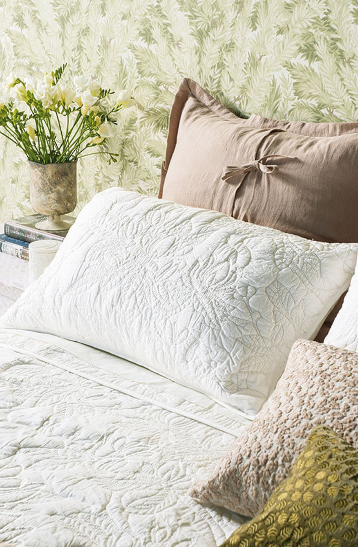 Bianca Lorenne - Grandiflora Ivory Bedspread / Pillowcases image 1