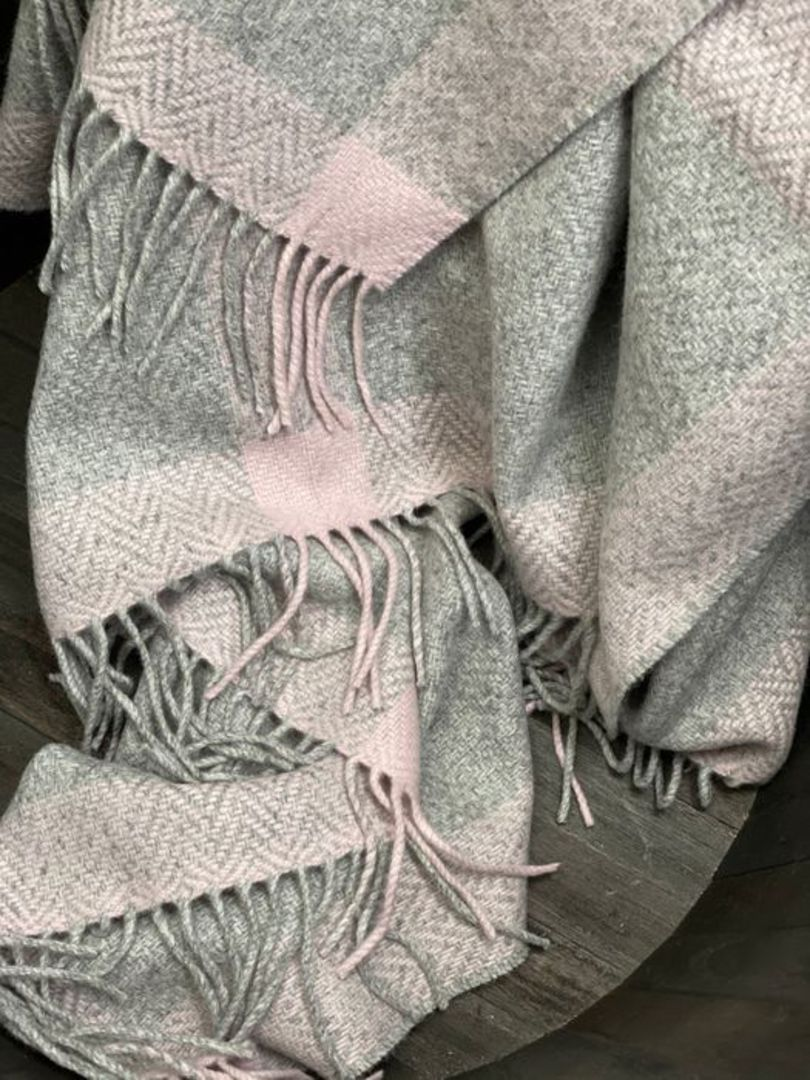 Importico - Foxford - Cashmere Windowpane - Pearl/Grey/Pink - Throw image 0