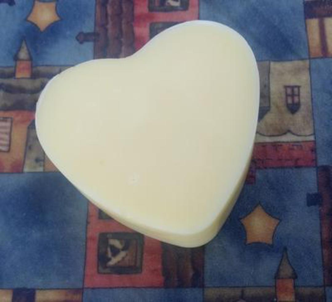 SNS Hemp Oil Lotion Bars, round bar (supplied in a travel tin) image 0