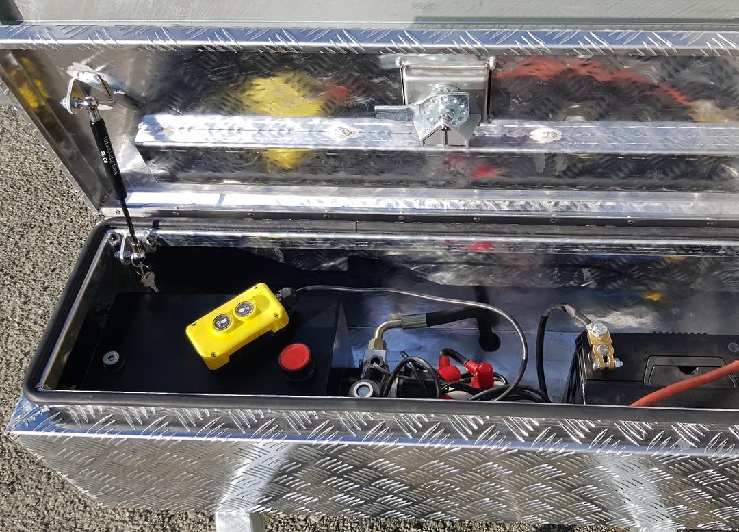 Safari Hydraulic Tipping 8x5 Tandem Axle Box Trailer Incl 900mm Cage image 1