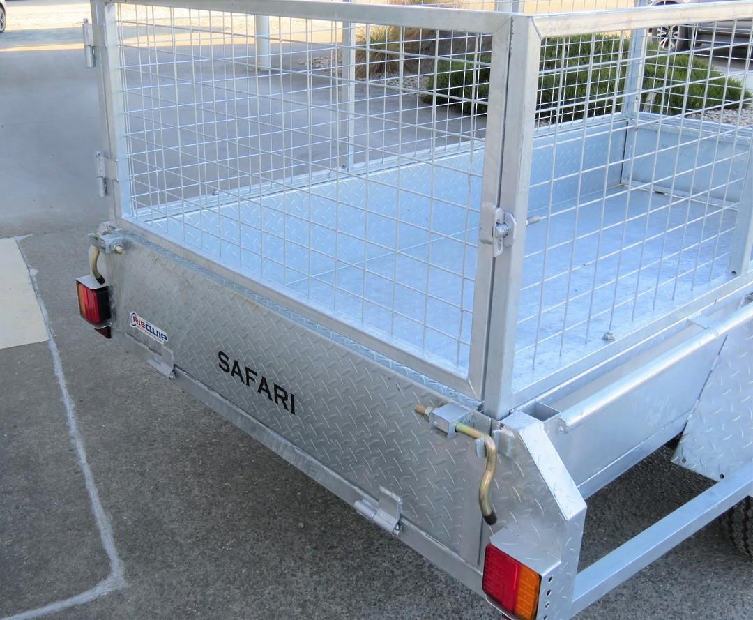 Safari 8x4 Single Axle Box Trailer Incl 600mm Cage image 1